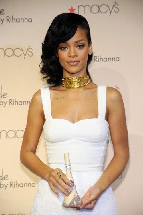 RihannasNudeFragrance3