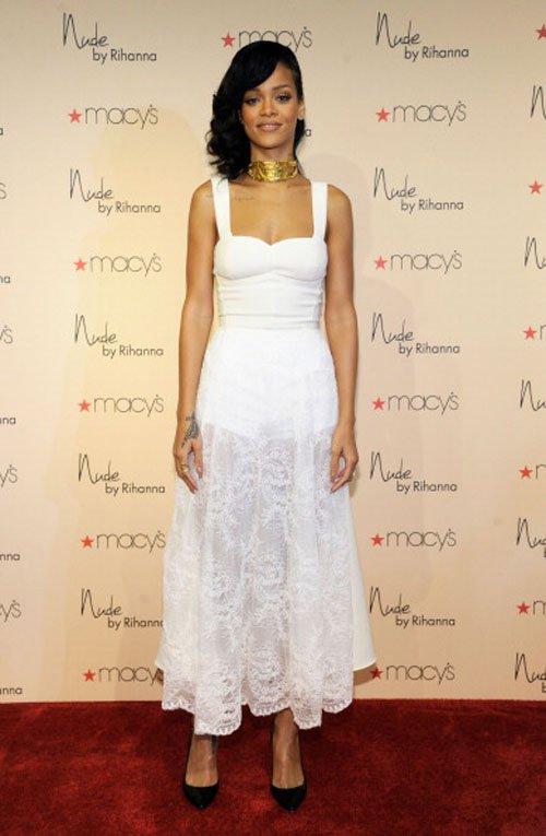 RihannasNudeFragrance2