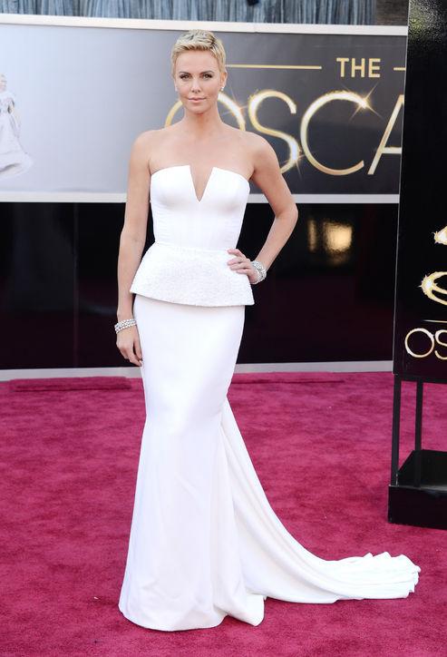 Oscars 2013 Charlize Theron jinnaloves.comPic1