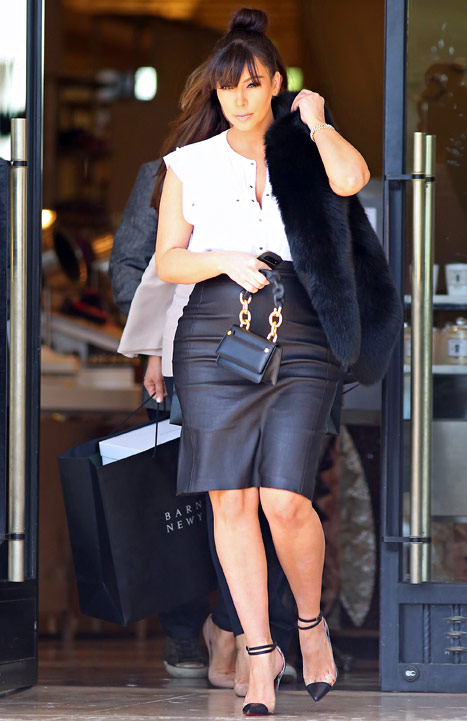 Kim Kardashian shows off her Baby Bump in a high waisted leather skirt www.jinnaloves.comPic2