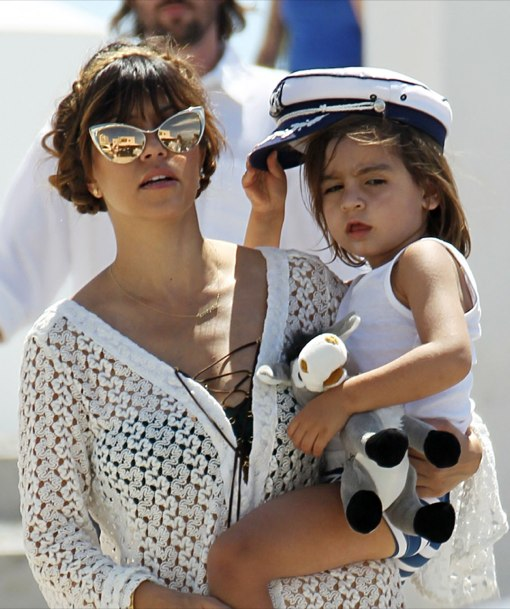 Kourtney enjoys a Kardashian & Jenner Family Vacation in Tom Ford Sunglasses www.jinnaloves.comPic1