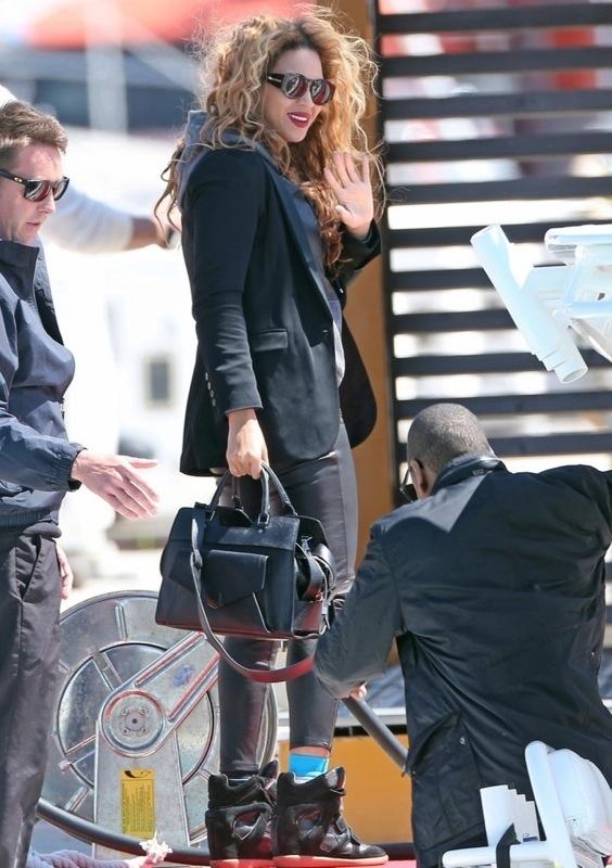 Beyoncé Looks Cute and Casual in Cannes France www.jinnaloves.com