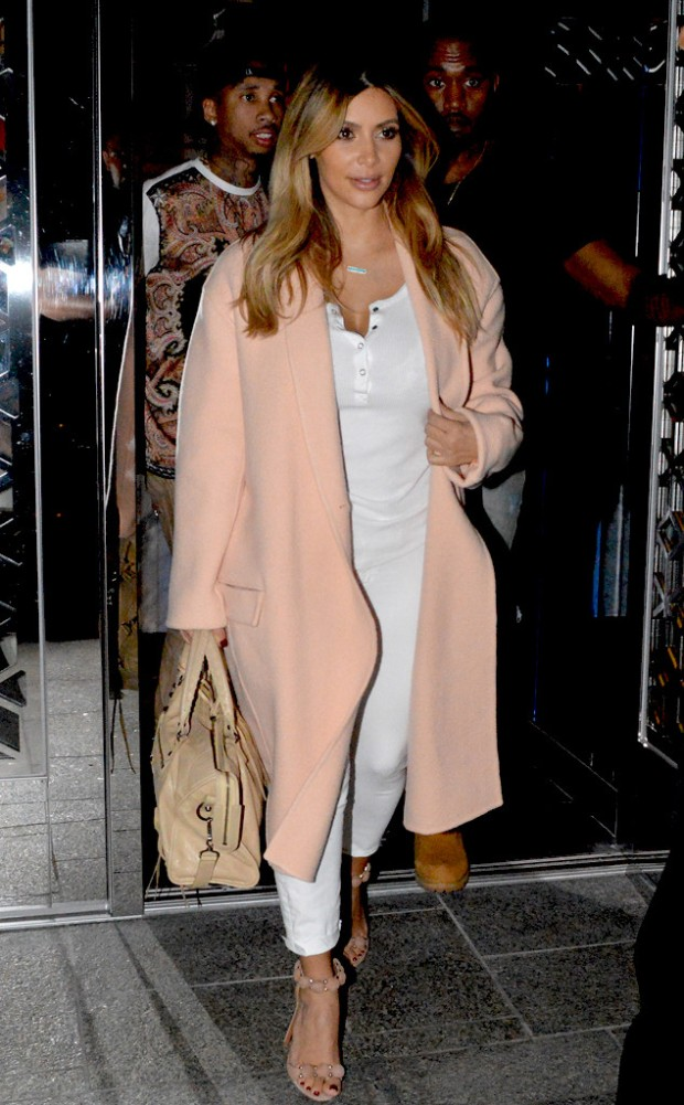 Kim Kardashian Céline Fall 2013 Coat www.jinnaloves.comPic1