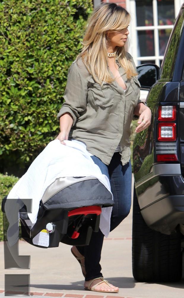 Kim Kardashian Blonde Hair Heading to BBQ Pic2