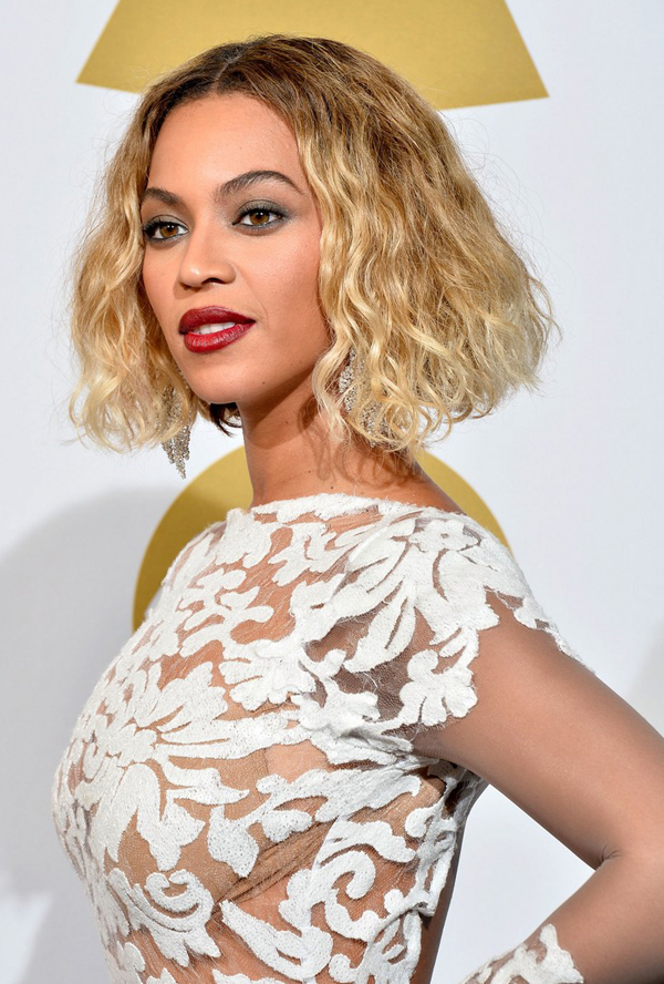 Beyonce Stuns at the 2014 Grammy Awards www.jinnaloves.comPic3