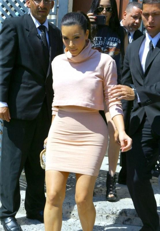 Kim Kardashian in Kardashian Kollection and Vintage Azzedine Alaia Dress www.jinnaloves.comPic2