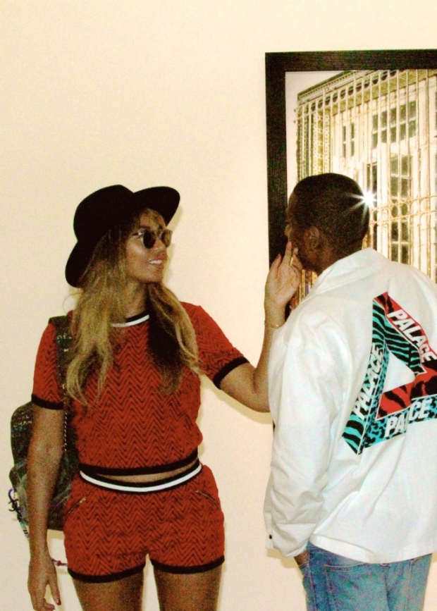 Beyonce in Chanel Back Pack, T. Kenzie Pic2