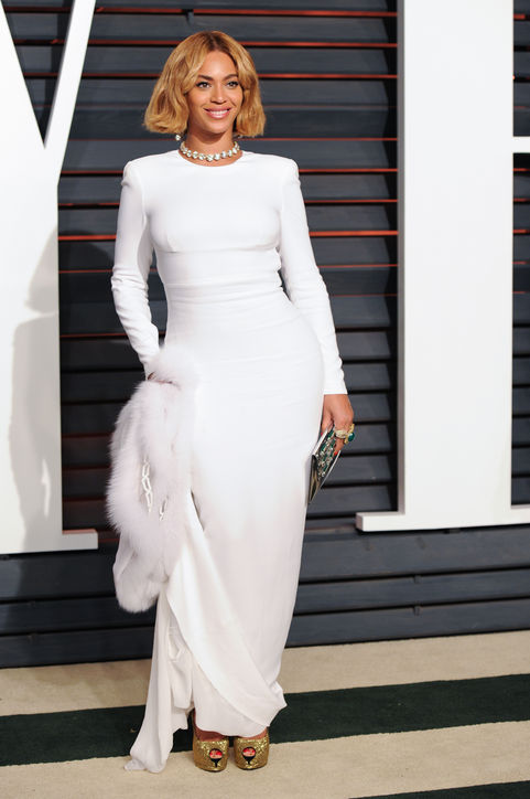 beyonce-white-dress-vanity-fair-oscars-party-2015-h724