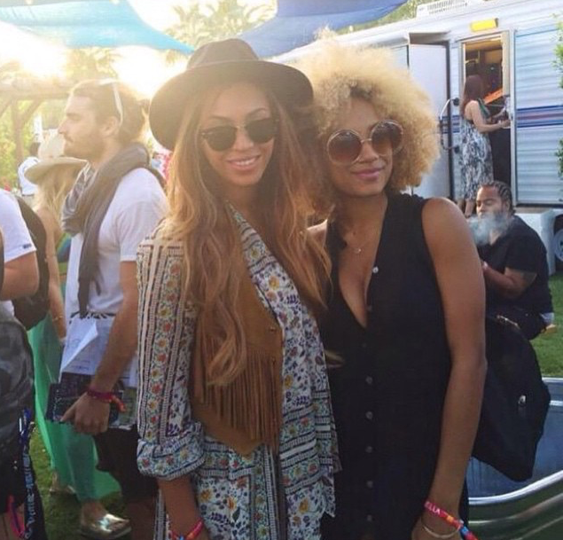 Beyonce-was-spied-at-Coachella-in-a-signature-fedora-and-a-floral-blouse