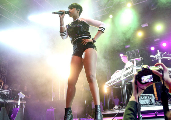 Jennifer-Hudson-performed-in-high-waisted-black-shorts-and-a-sparkly-sweatshirt.