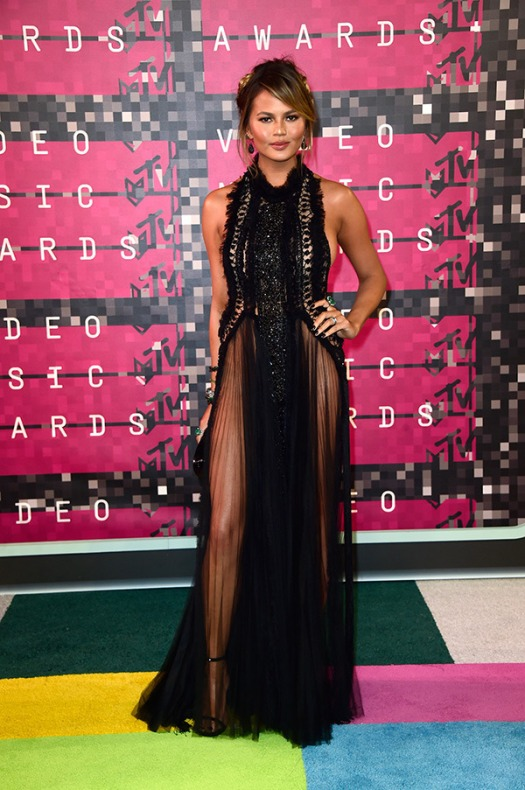 chrissy-teigen-coast-mtv-vmas-2015-video-music-awards-2