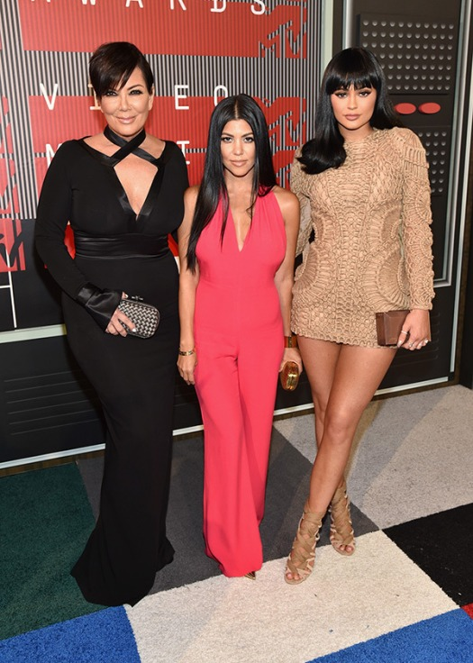 kourtney-kardashian-kylie-jenner-kris-mtv-vmas-2015-video-music-awards-2