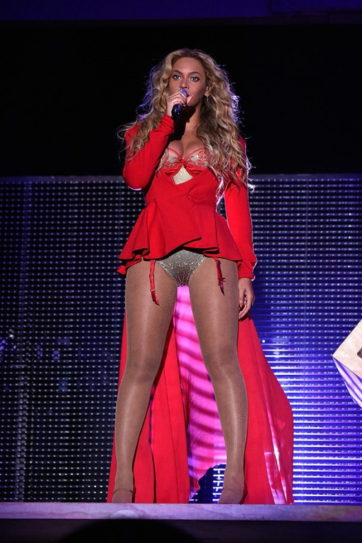 beyonce-racy-cleavage-made-in-america-festival-pa-getty-ftr