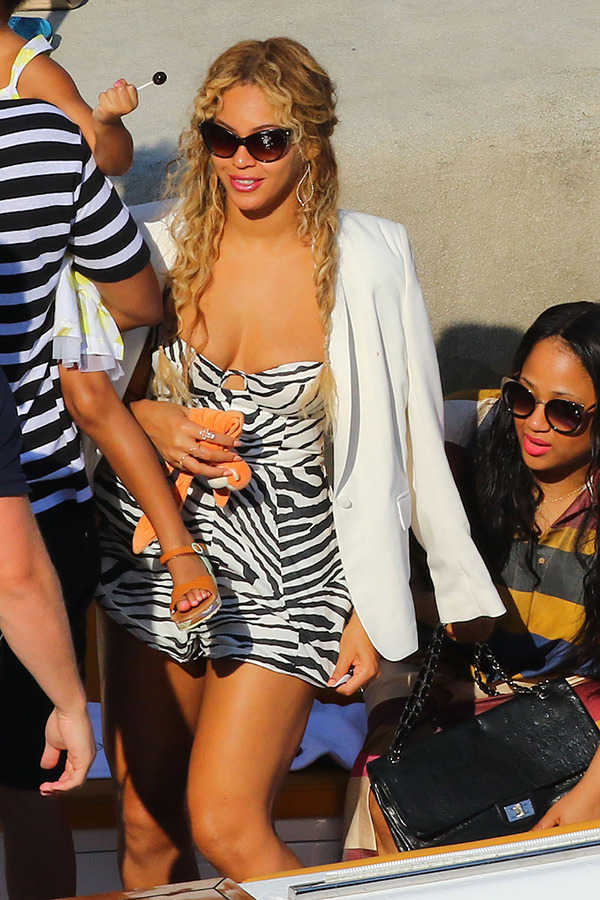 beyonce-sexy-cleavage-zebra-romper-jay-z-blue-ivy-divorce-reports-ftr