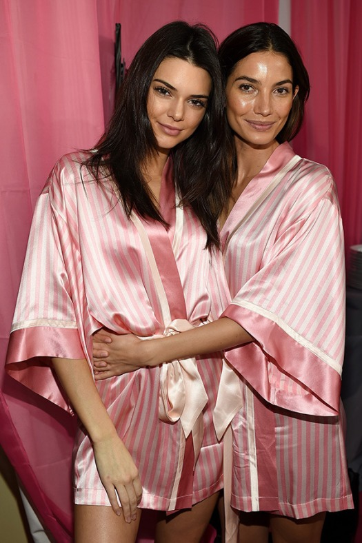 kendall-jenner-lily-aldridge-victorias-secret-2015-backstage-gty