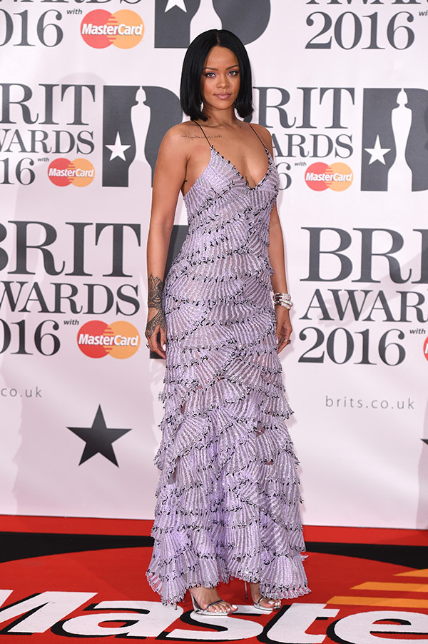 rihanna-brit-awards-2016-red-carpet
